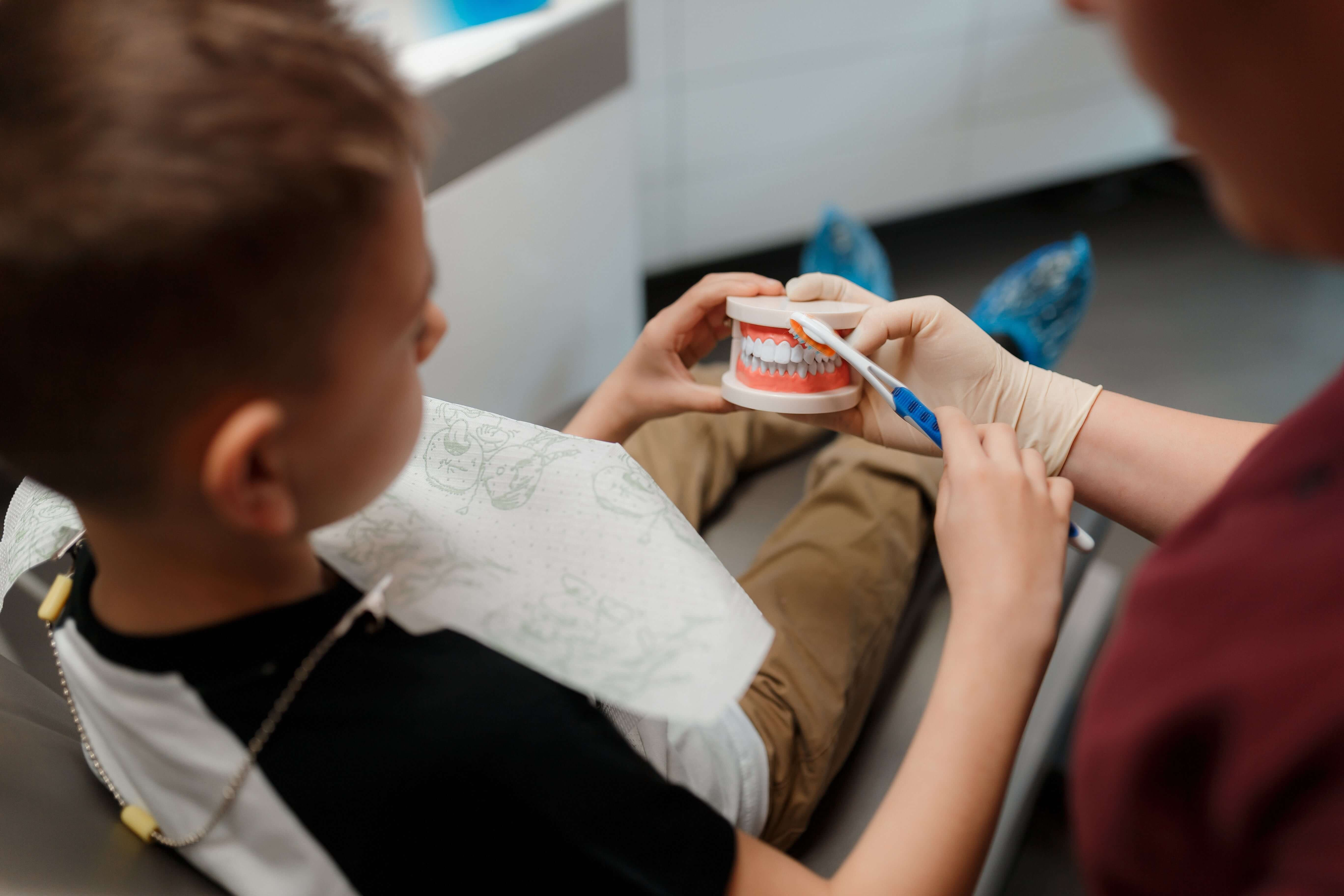 Детская электрическая зубная щетка: какую купить